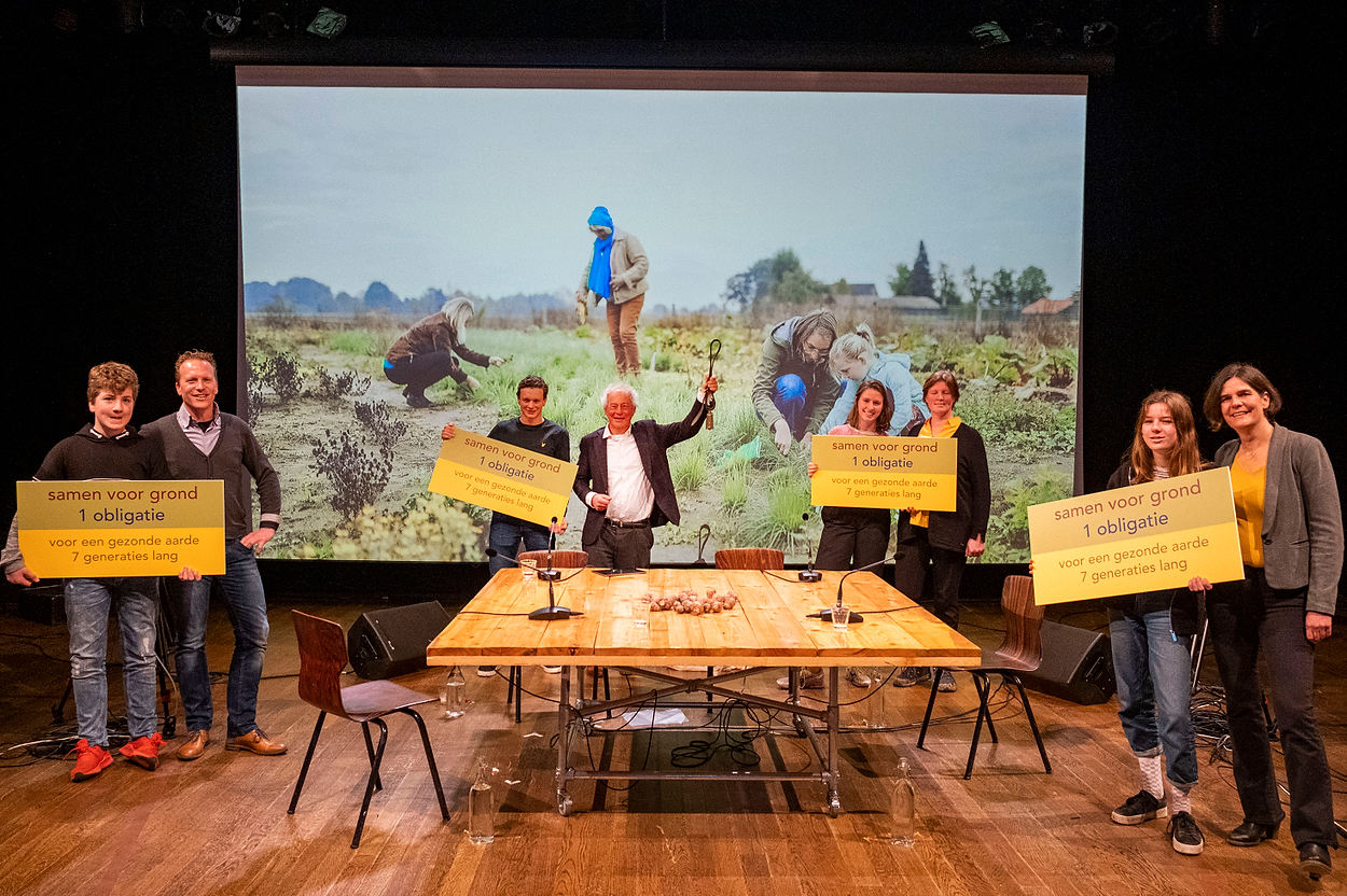 Lancering-aardpeer-initiatiefnemers-en-kinderen